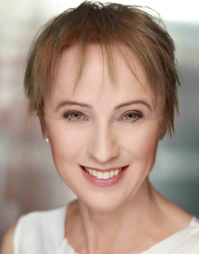 Dr Claudia Hilker